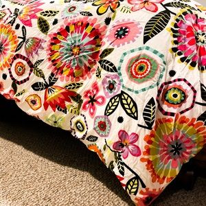 Twin Duvet with Flowers. Comes with one case